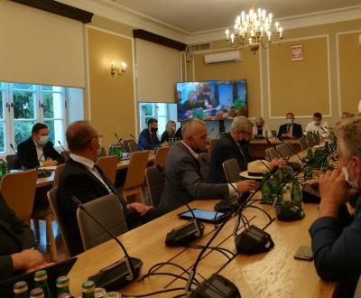 Dyskusja o odnawialnych źródłach energii na obszarach wiejskich podczas posiedzenia sejmowej komisji rolnictwa i rozwoju wsi